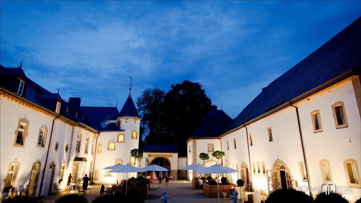 Urspelt Castle at night