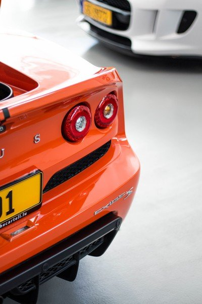 Viki - Lotus Exige Roadster S Back in CLubhouse